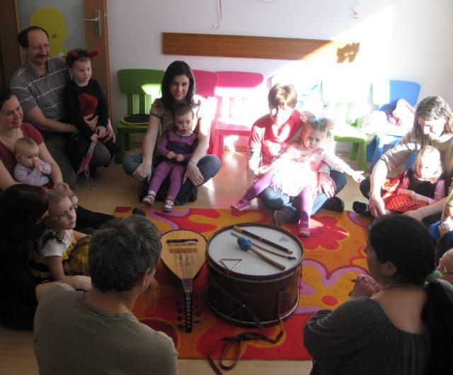Gyerektáncház és hangszerbemutató a Sültü Zenekarral – Sültücske